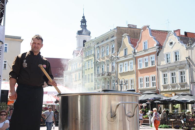 Gotowanie największej zupy rybnej w Opolu