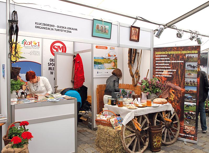 Stoiska w pawilonie wystawienniczym - Kluczborsko - Oleska Lokalna Organizacja Turystyczna