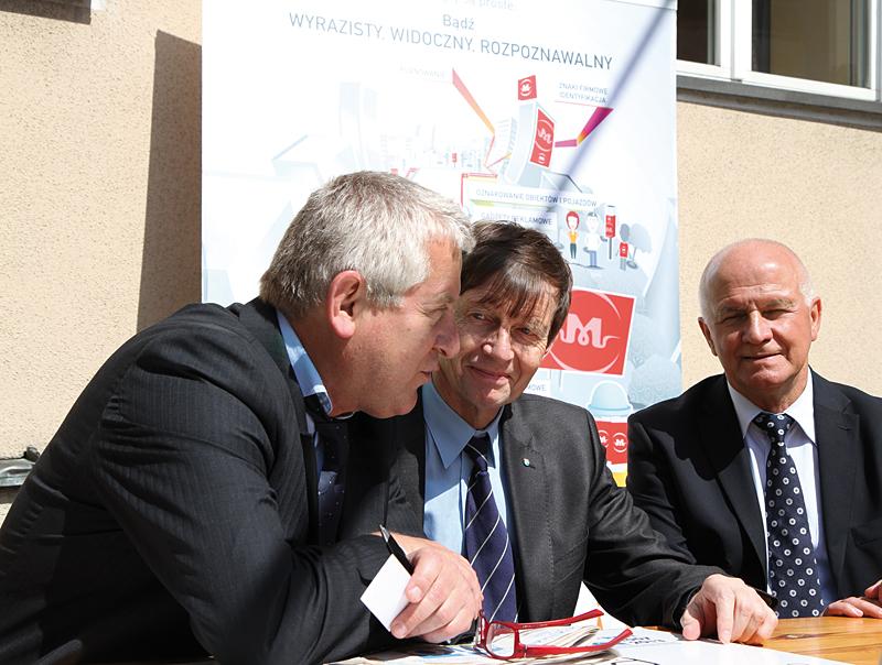 od lewej Marek Traczyk (Travel Trade Gazette), Ryszard Zembaczyński (Prezydent Miasta Opola), Jerzy Białek (Agencja Reklamowa PROFIL)