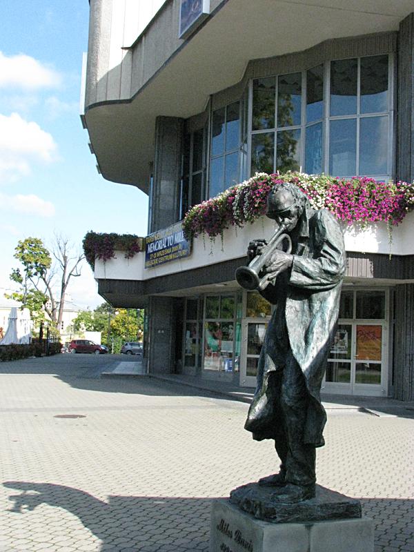 Kieleckie Centrum Kultury - Pomnik Milesa Davisa